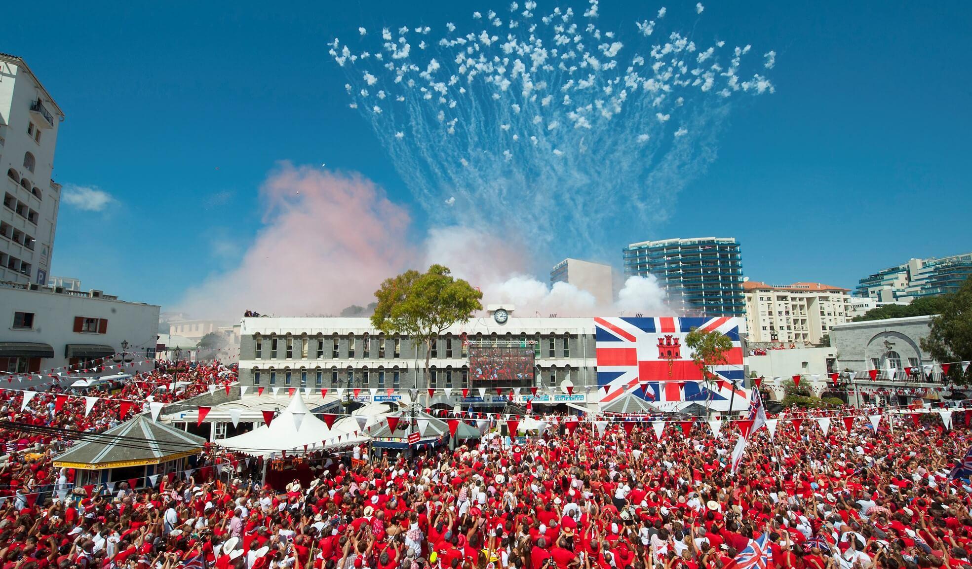 WOW! Đội bóng đá Gibraltar trở thành người đầu tiên được trả tiền trong Crypto